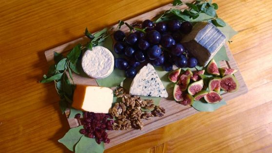How To Put Together A Tempting Cheese Board